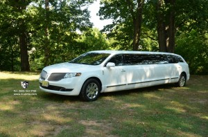 10 Passenger Lincoln MKT NJ Lincoln Continental Sedan Limo (4 Passenger)